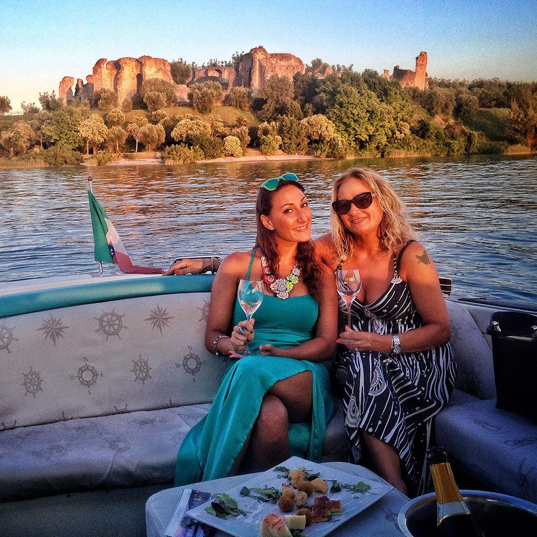 Tour in barca al tramonto con aperitivo