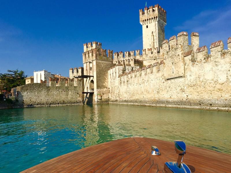 Castello Scaligero Sirmione barca